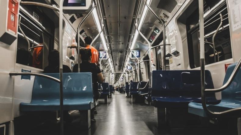 Avisos sonoros do Metrô de São Paulo ganharam vozes infantis