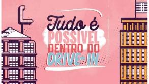 Cinema com comida, drinks e sofá retrô: conheça o Drive-in