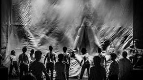 Espetáculo-musical narra sobre homens em presídio durante rebelião – Itaú Cultural