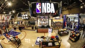 Galeria do Rock recebe primeira loja da liga de basquete NBA