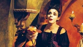 Bruxa Morgana retorna aos palcos em um episódio contra o infalível senhor do tempo