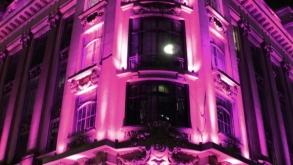 Prédio do CCBB se ilumina em apoia ao Outubro Rosa