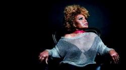 Elza Soares apresenta Deus é Mulher no Teatro J. Safra