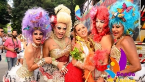 Bloco do Fuxico comemora 19 anos com celebridades e com 10 horas de festa