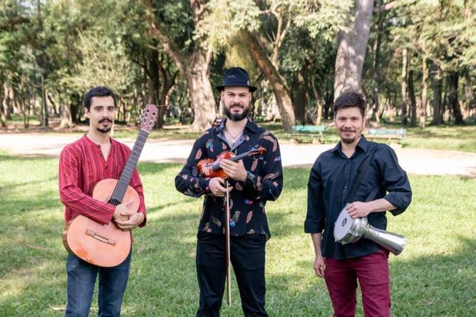 Música cigana em oficina com canções tradicionais do leste europeu