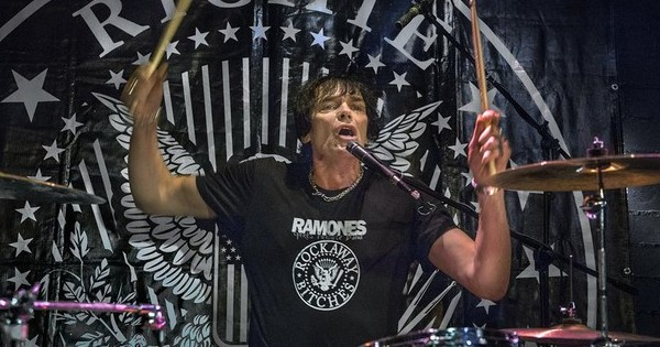Richie Ramone, ex-baterista do Ramones, se apresenta no Manifesto Bar
