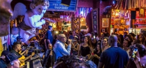6 bares paulistanos que oferecem samba ao vivo