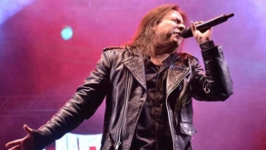 Morto em junho, vocalista Andre Matos ganha tributo póstumo em aviões