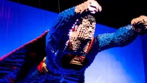 Exposição The Art of the Brick®: DC Super Heroes terá visitação gratuita na próxima terça