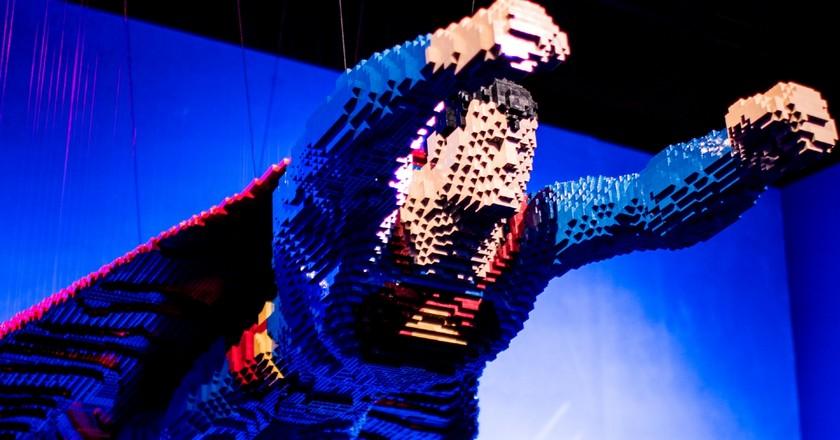 Exposição com esculturas de LEGO homenageia a DC em São Paulo