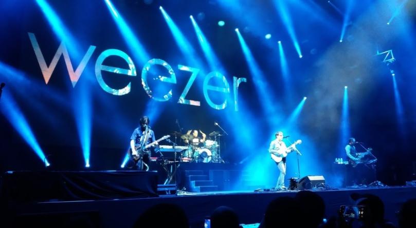Tocando clássicos e covers, Weezer empolga o público em São Paulo