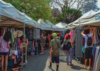 Feira de brechós na Vila Butantan é oportunidade pra comprar presentes de Natal