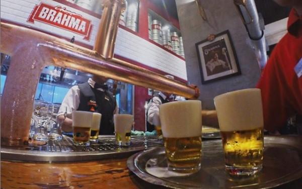 Bar Brahma, chopp gelado e música boa no coração da cidade