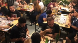 Castelos Bar e Boardgames mescla bar e jogos de tabuleiro no Tatuapé