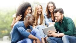 ExpoPós esclarece dúvidas de interessados em estudar no exterior