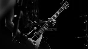 Rádio KISS FM promove guitarraço em homenagem ao mercado musical