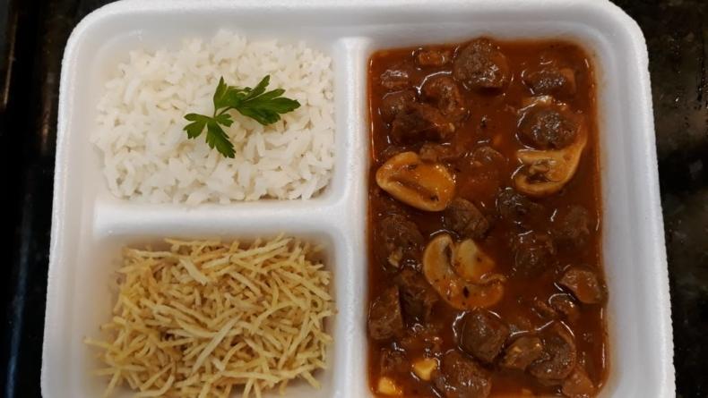 Restaurante vegano com marmitas congeladas