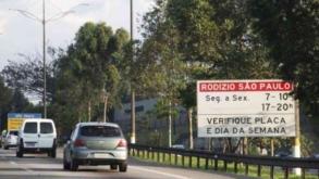 """Rodízio de carros será suspenso no """"mega feriado"""""""