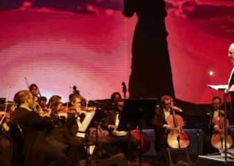 Cinema in Concert com regência de João Carlos Martins une o cinema à música sinfônica em um espetáculo audiovisual