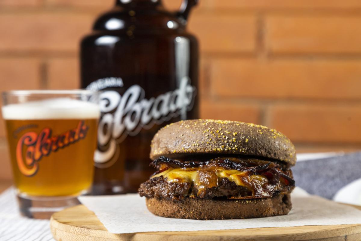 Bar do Urso chega à V. Mariana e lança cardápio de burgers