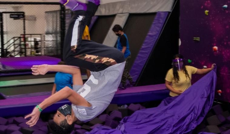 Divirta-se e desafie a gravidade no Gravidade Park!
