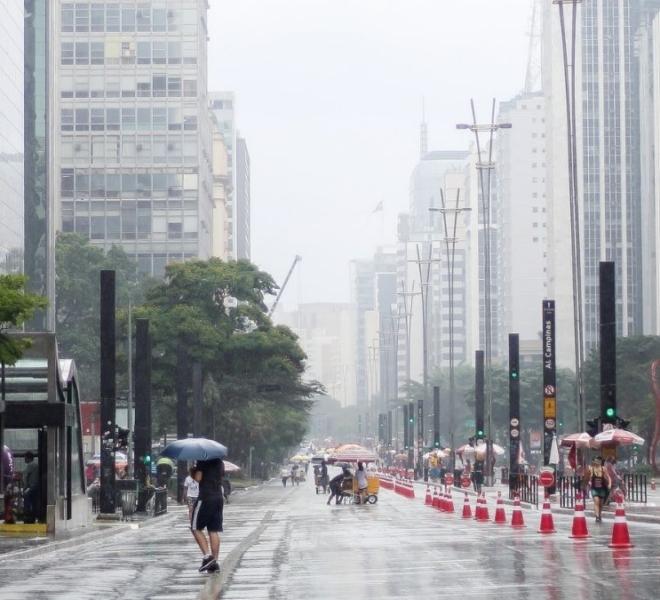 Domingo em São Paulo deve ser de frio intenso e chuva