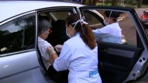 Drive-thrus para vacinar idosos 90+ já estão funcionando na capital