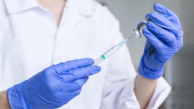 Governo de SP anuncia vacinação contra Covid-19 para idosos com 60 anos ou mais