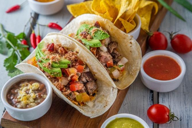 Com pratos típicos da Califórnia, The Taco Shop reabre salão no Itaim