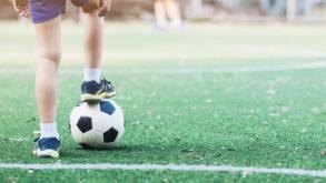 Por 4 dias, jovens de 10 a 17 anos podem treinar futebol em clube com estrutura profissional