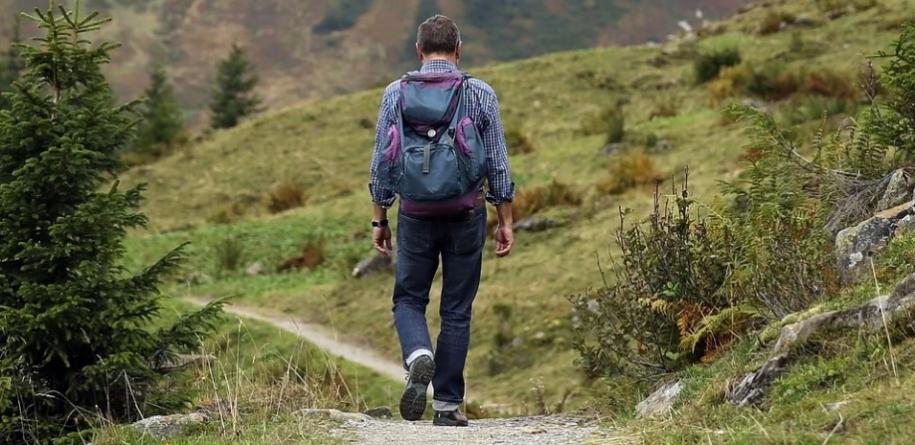 5 benefícios que a prática de fazer trilhas proporciona